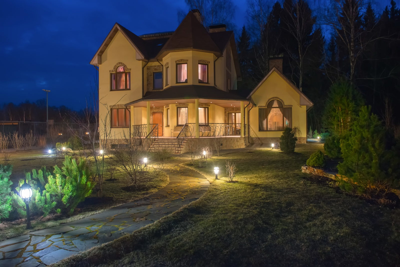 4 Key Benefits of Outdoor Lighting Installation